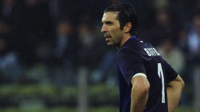 PARMA, ITALY - JANUARY 13:  Gianluigi Buffon of Juventus FC shows his dejection during the Serie A match between Parma FC and Juventus FC at Stadio Ennio Tardini on January 13, 2013 in Parma, Italy.  (Photo by Marco Luzzani/Getty Images)